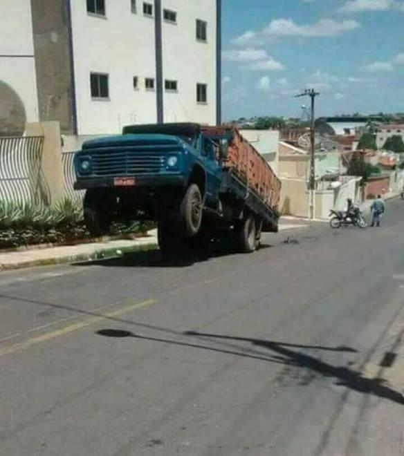 Quando Um Motoqueiro Vai Dirigir Um Caminhão